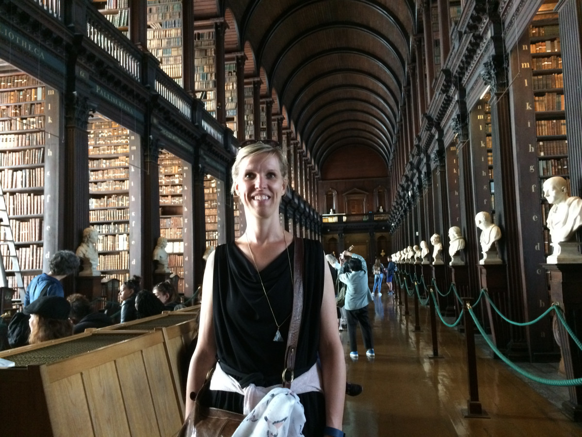 Wendy in de Trinity College Library